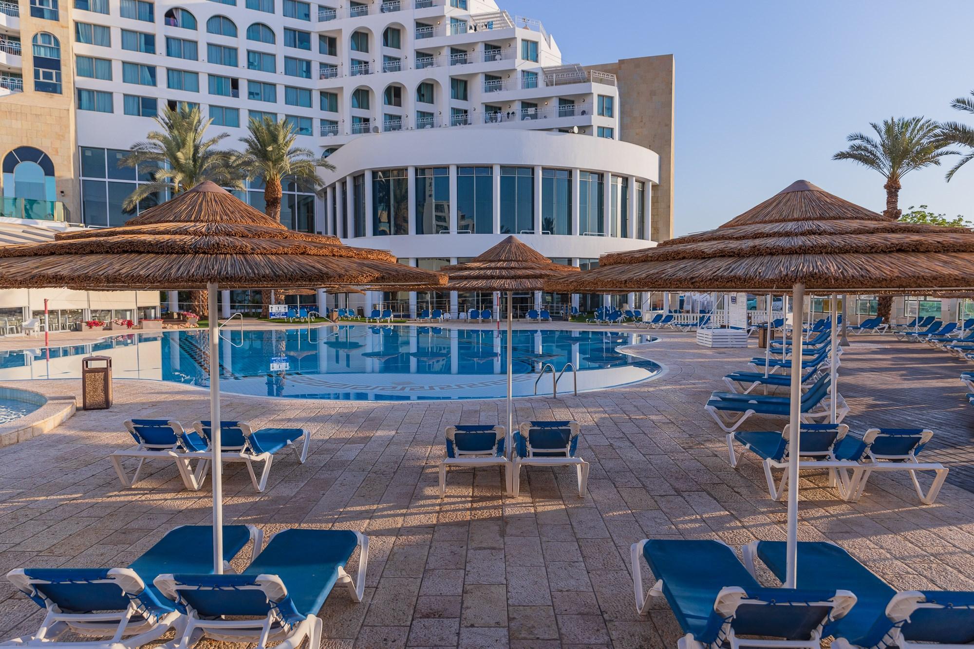 צילום המלון מהבריכה