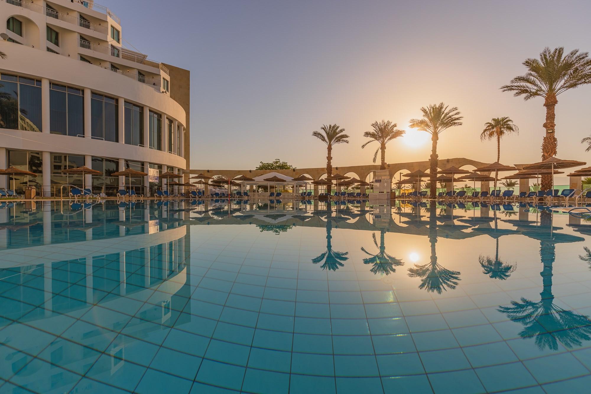 מלון דניאל בים המלח - בריכה בשקיעה