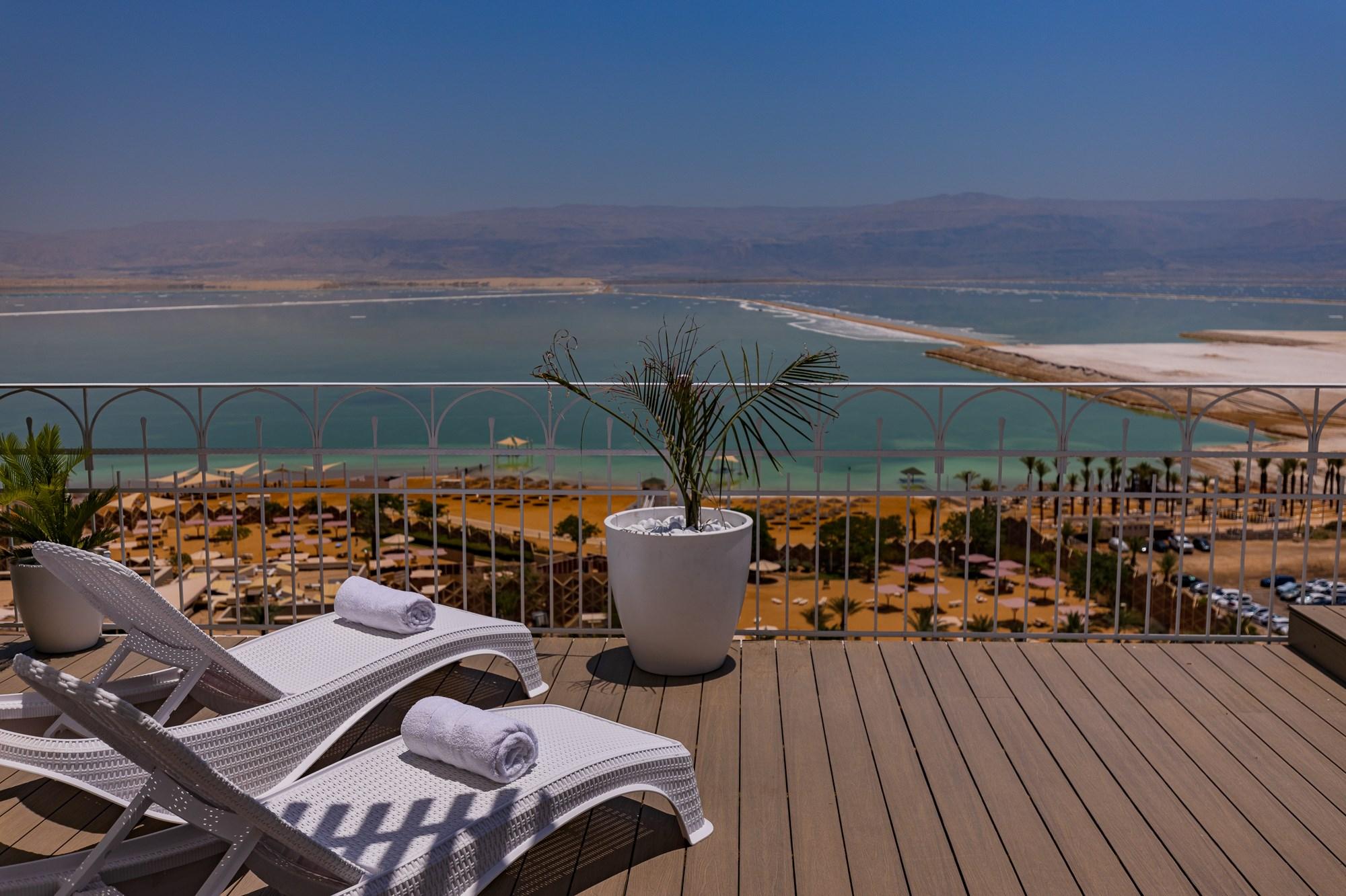 נוף מדניאל ים המלח