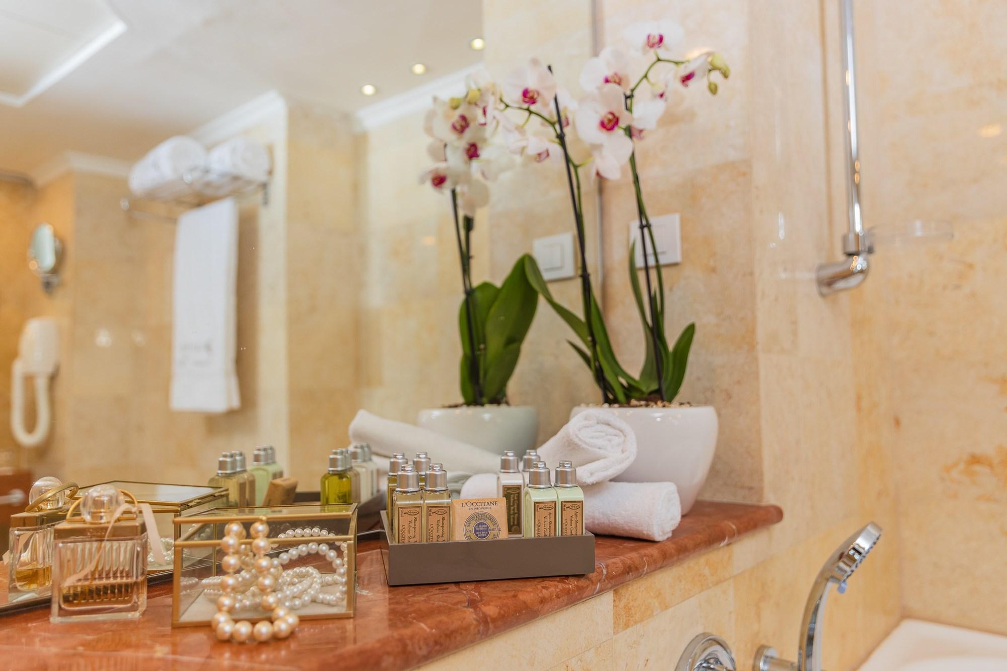 חדר אמבטיה בדניאל ים המלח