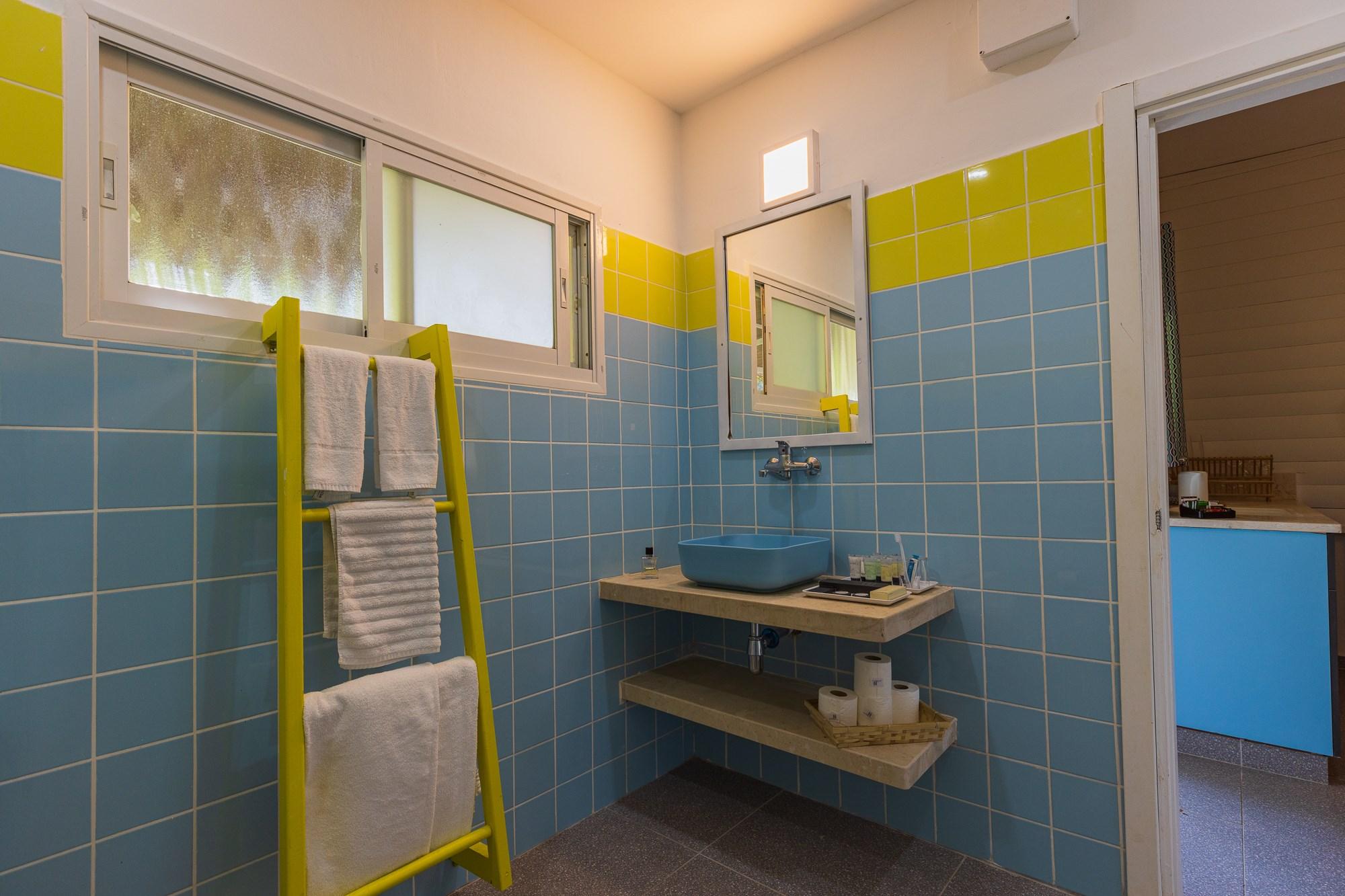 חדר אמבטיה של דירות הקיבוץ