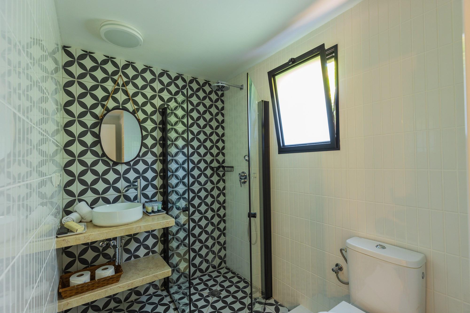 חדר אמבטיה בבקתה המשופצת