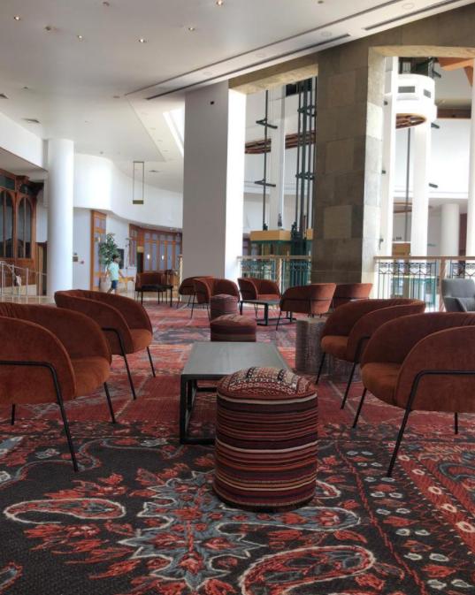 לובי המלון לאחר שיפוץ