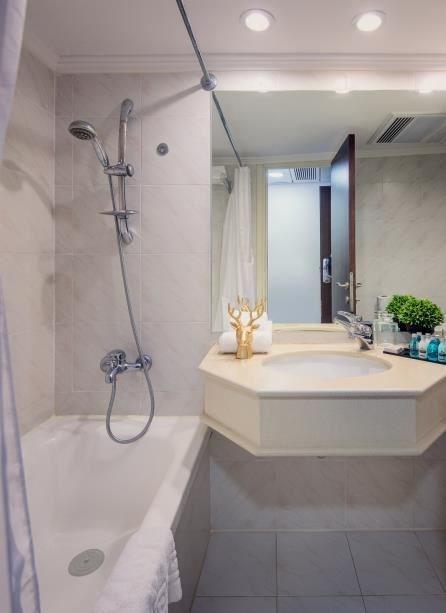 חדר אמבטיה בלייקהאוס כנרת